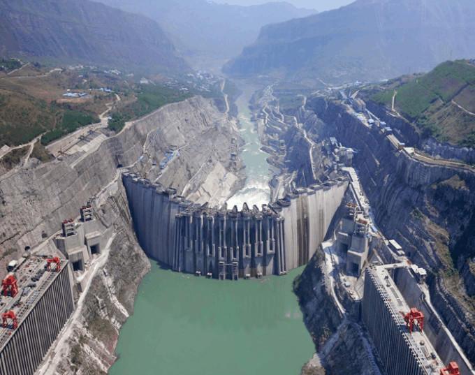 白鹤滩水电站: 装机容量1250万kw, 年发电量550亿kw.h .