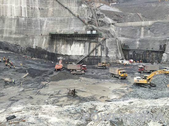 白鹤滩水电站完成坝肩槽地质缺陷开挖